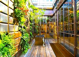 Two Gorgeous Cascading Vertical Gardens Spruce Up Replays - Wall garden design