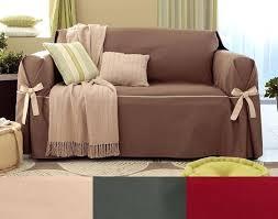 couvrir un canapé couvrir un canape housses fauteuil et canapacs bicolores a nouettes