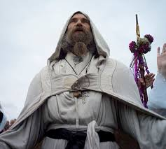 druidic robes can anyone tell us when the sun is coming up 18 000 gather at a