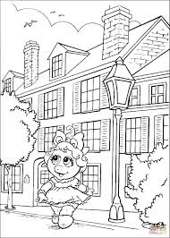 baby miss piggy is walking in the city coloring page free