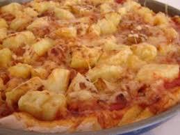 cuisiner chair à saucisse pizza aux pommes de terre et à la chair à saucisse recette ptitchef
