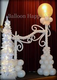 professional balloon artist providing custom balloon columns