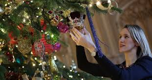 when to put up your christmas tree and christmas decorations