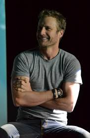 dierks bentley family dierks bentley a q u0026a about life death and picking singles