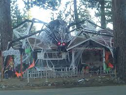 Halloween Decorations Tree Branches by Wow Awesome Decorated House For Halloween That U0027s A Lot Of Work