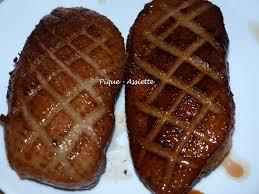 cuisiner magret de canard poele magret de canard et sa sauce sirupeuse au cassis pique assiette