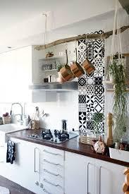 frise cuisine autocollante 19 idées pour une crédence adhésive imitation carreaux de ciment