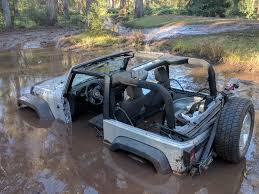 jeep stuck in mud meme so my new neighbors moved in i can tell were not gonna be