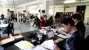 travail dans un bureau coworking espace de travail partagé l express l entreprise