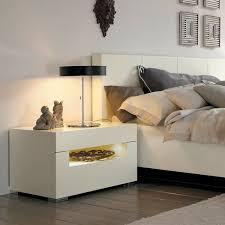 nachttischle design die besten 25 nachttisch weiß ideen auf weißer