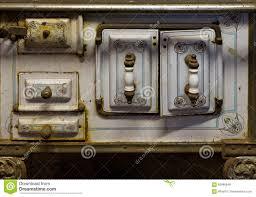 fourneaux de cuisine le vieux fourneau de cuisine rouillé dans une grange rustique photo