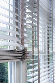 3 wooden venetian blinds with fsc wood for an elegant beach house