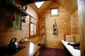 meet dee williams she lives in 84 square feet