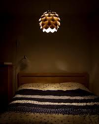 hängeleuchte schlafzimmer spannende design hängeleuchte aus holz ähnelt einem tannenzapfen