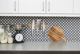 fliesen tapete küche fliesengestaltung im badezimmer der küche alte fliesen überdecken