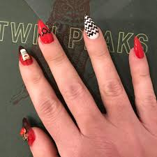 no spoilers sorry just had to share my twin peak nails too