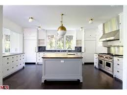 kitchens with different colored islands beautiful kitchens contrasting cabinets la dolce vita