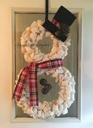 Red And White Christmas Door Decorations by Best 25 Snowman Wreath Ideas On Pinterest Diy Door Wreaths