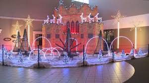 Organizers Putting Finishing Touches On Western Mall Christmas Light