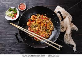 cuisiner wok udon stirfry noodles shrimp vegetables wok ภาพสต อก 550015153