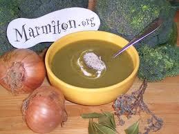 cuisiner le brocolis marmiton velouté de brocolis recette velouté de brocolis velouté et