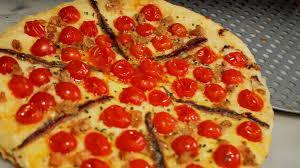 cuisiner des tomates cerises recette gourmande pizza tomates cerise thon et anchois