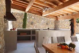 cuisine d ext駻ieur cuisine d extérieur en béton ciré contemporain terrasse en bois