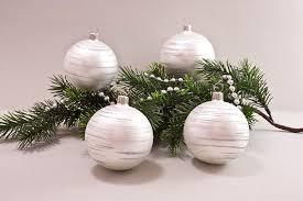 weihnachtskugeln weiß matt iris geringelt christbaumschmuck und