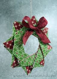 hi today is posting my origami wreath is made up of 12