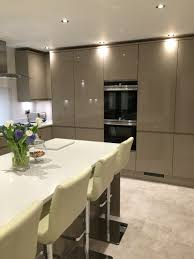 gloss integrated handle in stone from howdens siemens appliances