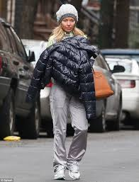 how does kelly ripa style her hair kelly ripa looks a far cry from her usual self as she steps out