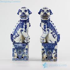 white foo dogs rzkc09 blue and white color crouching foo dogs porcelain figurine