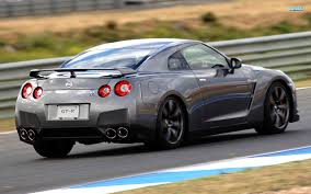 quality pictures of the nissan skyline gtr japanese sports car