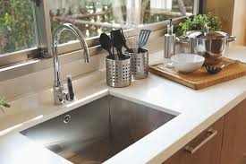 plomberie evier cuisine thalassa plomberie décorative le bon évier levier de votre cuisine