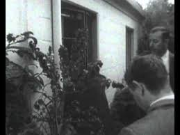 Monroe S House Marilyn Monroe U0027s Body Being Removed From Her House Youtube