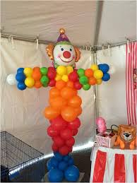 clown baloons images of clowns holding balloons great photos clown balloon