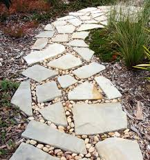 diy guide on how to make concrete stepping stones for your garden