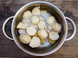 cuisiner les orties cuisine cuisiner les orties bonne soupe aux mauvaises herbes of