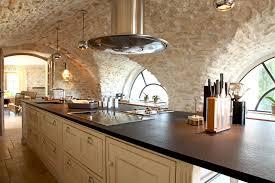 ilot central de la cuisine bastide dans le lubé