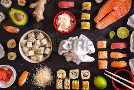 cuisine traditionnelle japonaise cuisine japonaise traditionnelle sushi rouleaux et sauce sur fond