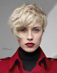 asymetrical short hair styles for older women short asymmetrical hairstyle with chunky texture and bulk in the top