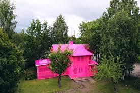 wraps two scandinavian homes in pink crochet