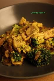 cuisiner brocolis a la poele poêlée de chignons brocolis et poulet au curry cooking milie