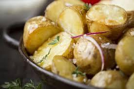 cuisiner pomme de terre grenaille recette de pommes de terre grenailles au gros sel la baleine la