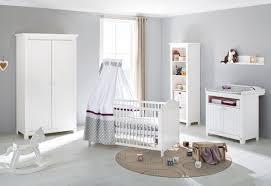 soldes chambre bébé soldes chambre composition chambre bébé design avec lit évolutif
