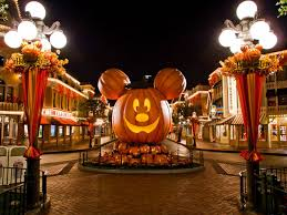5 reasons to spend halloween at a disney park fall into season