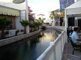 shoing canap canal with gondolas picture of la isla shopping cancun