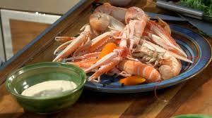 cuisiner les langoustines recette de langoustines au court bouillon petits plats en