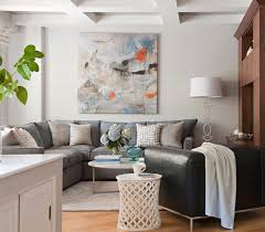 hellgraues sofa wohnzimmer wand kunst graues sofa hellblaue akzente home