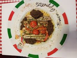 cuisine au safran linguini au safran sauce aux olives et couteaux poêlés au blanc